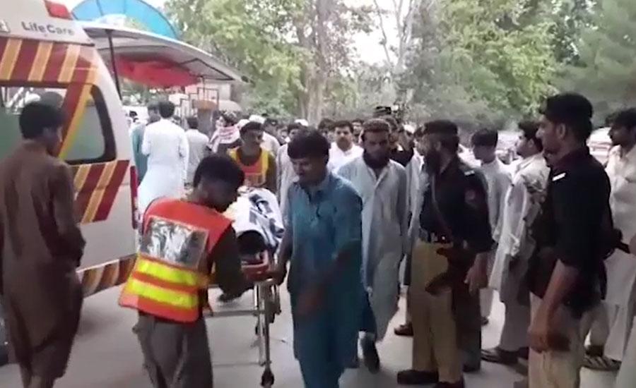 کوہاٹ کے علاقے گمبٹ میں گاڑی پر فائرنگ، 4 افراد جاں بحق