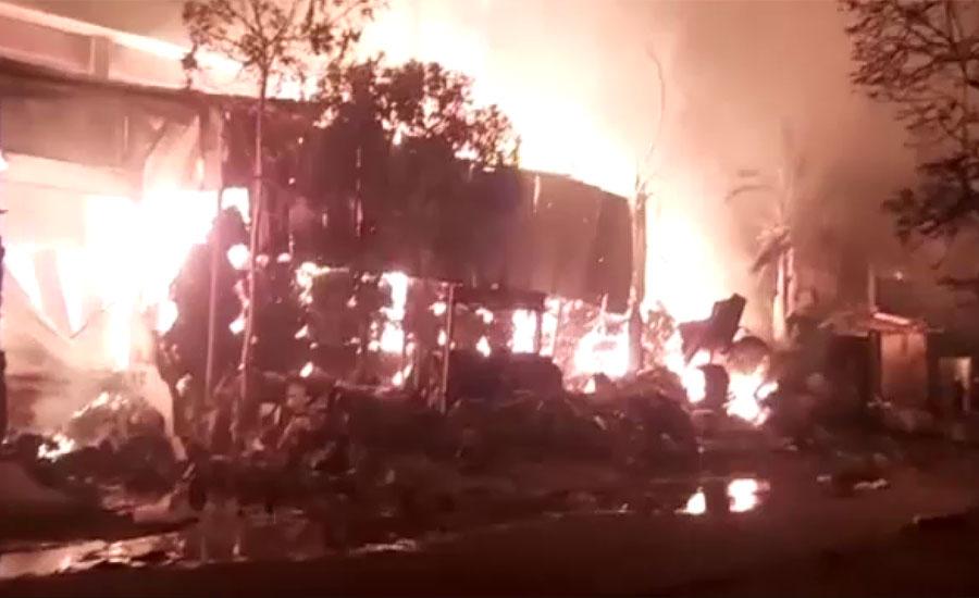 کراچی ، لانڈھی ایکسپورٹ پروسیسنگ زون میں فیکٹری میں لگی آگ پر قابو نہ پایا جاسکا