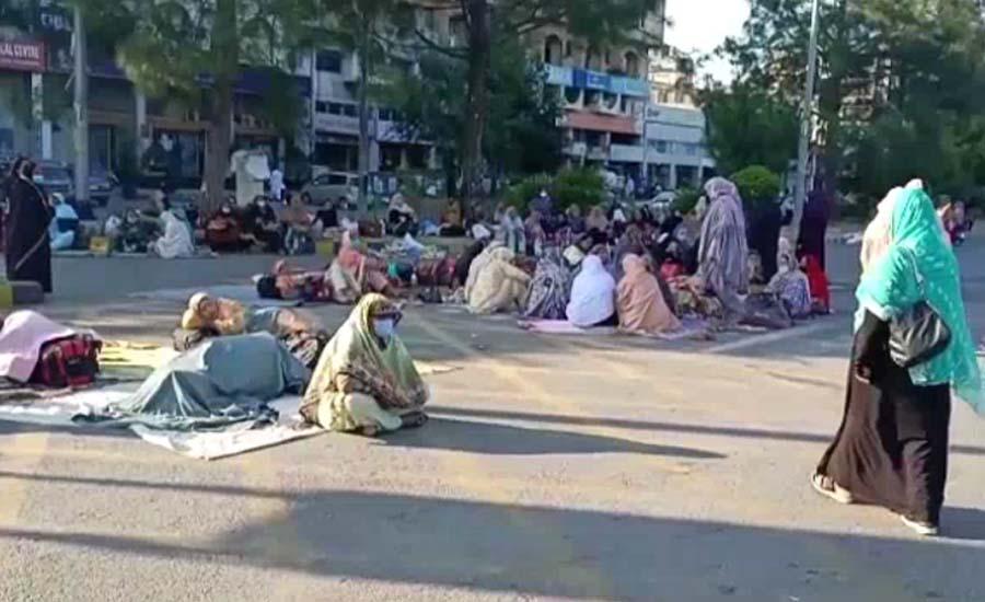 لیڈی ہیلتھ ورکرز کا اسلام آباد کے ڈی چوک پر دھرنے کا تیسرا روز
