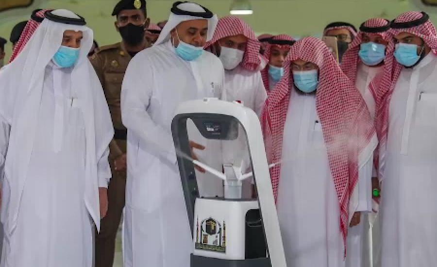 مسجد الحرام میں روبوٹ کے ذریعے سپرے کا عمل شروع کر دیا گیا