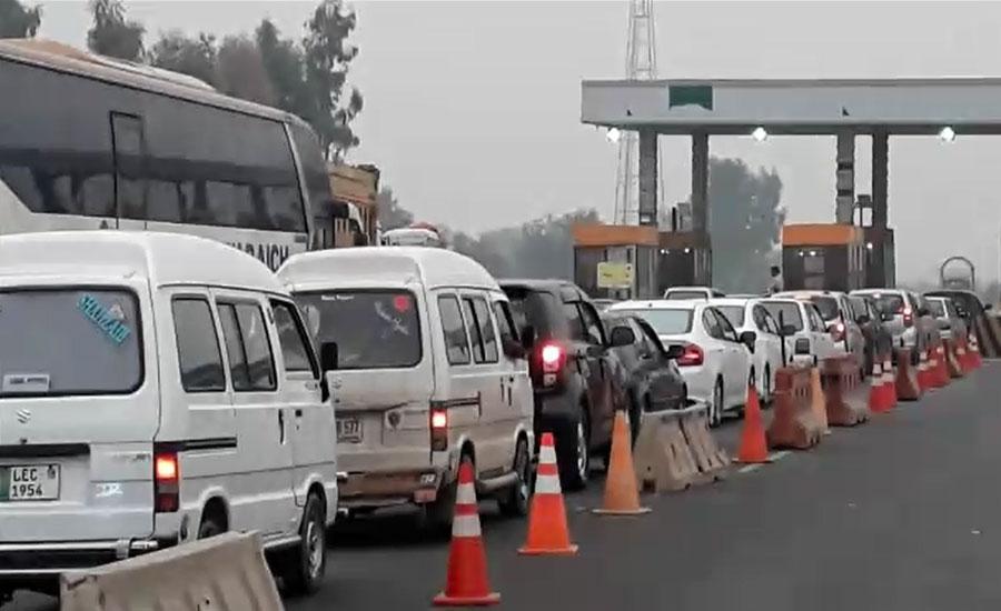 موٹروے ایم فور پر پنڈی بھٹیاں ٹول پلازہ مسافروں کیلئے درد سر بن گیا