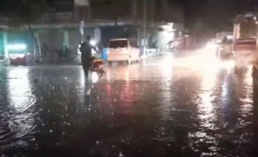 کراچی اور سکھر میں موسلادھار بارش، نشیبی علاقے زیر آب آگئے