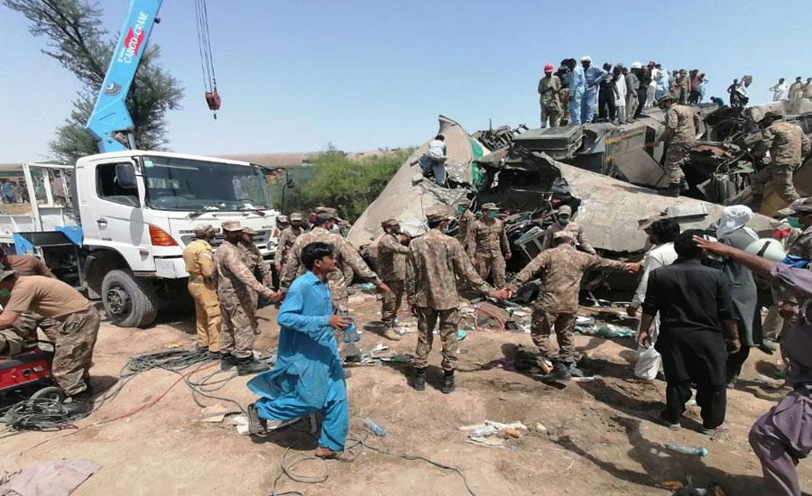 سرسید ایکسپریس ٹرین حادثہ، پاک آرمی اور رینجرز کی امدادی کارروائیاں جاری